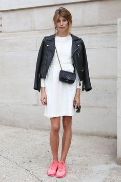 Le bon look pour la Fashion Week : On n'oublie pas son sac Chanel si on assiste au défilé de la marque !