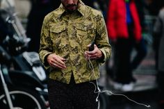 See the best looks street style stars had to offer at Paris Men's Fashion Week Spring from Céline blankets to neon pink puffer vests, here. Mens Fashion Week, Star Fashion, Womens Fashion, Looks Street Style, Floral Jacket, Boyfriend Style, Athletic Fashion, Paris Street, Street Wear