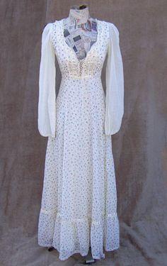 http://www.deadlyvintage.com/clothing/80s-GUNNE-cream.front.jpg