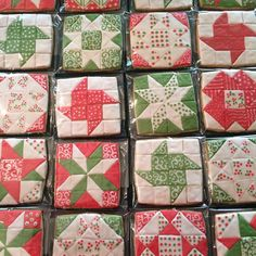Quilt block cookies for Mom and the Annual Women's Christmas Party at church. Mother's Day Cookies, Iced Cookies, Royal Icing Cookies, Birthday Cookies, Holiday Cookies, Quilted Cake, Square Cookies, Cookie Designs, Cookie Ideas