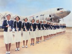 25 Vintage Photos Show Beautiful Flight Attendant Uniforms From Between the 1930s and 1970s