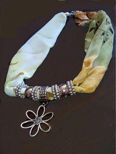 Pañuelo cuello con abalorios moda