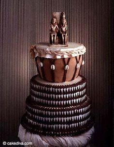 Now that is another bad-ass African wedding cake! African true and true. The mother land cake! That cake is so African I have to go back to the beginning and call her by her true name The Ancient name of Africa being Akebu-Lan (mother of Mankind) African Wedding Cakes, African Wedding Theme, African Theme, African Wedding Dress, African Weddings, Kenyan Wedding, African Traditional Wedding, Traditional Wedding Cakes, Traditional Cakes