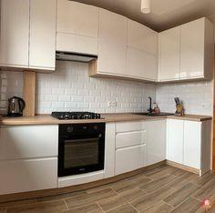 Kitchen Cabinet Styles, Modern Kitchen Cabinets, Modern Farmhouse Kitchens, Home Kitchens, Kitchen Room Design, Modern Kitchen Design, Home Decor Kitchen, Interior Design Kitchen, Apartment Kitchen