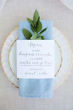 Pretty place setting\menu Photography: Liz And Ryan