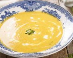 Velouté de carottes au lait de coco à moins de 200 calories par personne : http://www.fourchette-et-bikini.fr/recettes/recettes-minceur/veloute-de-carottes-au-lait-de-coco-moins-de-200-calories-par-personne