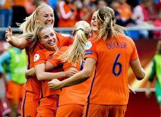 Ik was erg ontroerd door de EK-overwinning van de Oranje leeuwinnen. Supertrots en enorm genoten van de feestvreugde.