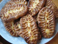 Opin lapsena kotona valmistamaan karjalanpiirakoita tällä tavalla, ainemääriä ei silloin mitattu. Nyt leivoin lomalaisia odotellessa:) Sokeriton, kananmunaton, kasvisruoka. Reseptiä katsottu 68640 kertaa. Reseptin tekijä: leena47. Finnish Recipes, 20 Min, Waffles, Sausage, Recipies, Cooking Recipes, Favorite Recipes, Bread, Food And Drink