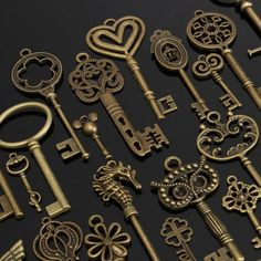 Fashion Set of 69 Antique Vintage Old Look Bronze Keys Fancy Heart Bow Pendant H