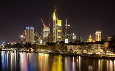 Frankfurt skyline  Source: maxunterwegs (flickr)