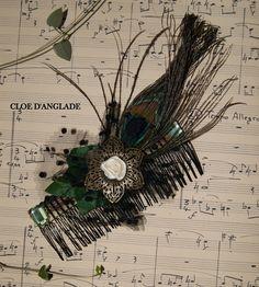 grand peigne large vert et noir, bijou de cheveux avec plume de paon