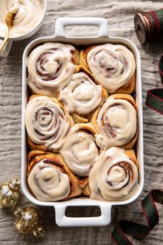 Quick and Easy Gingerbread Brioche Cinnamon Rolls.with Cinnamon Browned Butter Frosting. Just the holiday breakfast you're looking for. Pavlova, Candy Melts, Brown Butter Frosting, Low Carb Dessert, Half Baked Harvest, Comfort Food, Cinnamon Rolls, Easy, Holiday Recipes