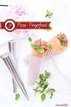 Recipe for pizza bags Fingerfood Recipes, Fingerfood Party, Flatbread Pizza, Family Kitchen, World Recipes, Pizza Dough, Party Snacks, Pizza Recipes