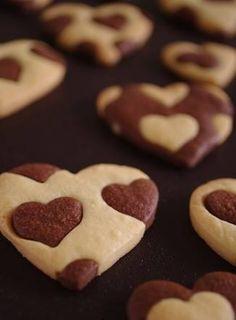 Schöne Idee für Plätzchen: Herz in Herz. // Heart Cookies