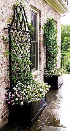 Metallgitter - Kim Lancaster-Colburn - Diy - My Garden Decor List Front Yard Landscaping, Backyard Patio, Backyard Privacy, Diy Patio, Garden Trellis, Metal Trellis, Privacy Trellis, Wall Trellis, Wrought Iron Trellis