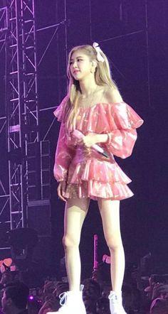 South Korean Girls, Korean Girl Groups, K Pop, Black Pink Dance Practice, Beautiful Series, Rose Icon, Lisa, Blackpink Photos, Asia Girl