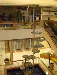 Deserted Metcalf Mall in Overland Park, KS