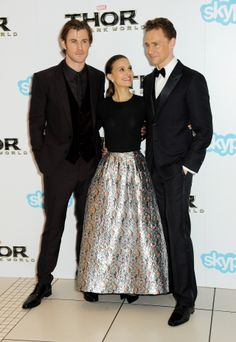 Chris Hemsworth, Tom Hiddleston and Natalie Portman attend the World Premiere of 'Thor: The Dark World' at The Odeon Leicester Square on October 22, 2013 in London, England [HQ]