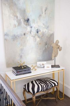 A combination of light and color that with this console table, any room in your home gets the perfect ambience.