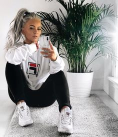 look hiver froid \ hiver froid . look hiver froid Athleisure Outfits, Sporty Outfits, Athletic Outfits, Trendy Outfits, Fashion Outfits, Athletic Clothes, Gym Outfits, Beach Outfits, Lazy Fall Outfits