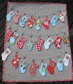 This free sewing pattern is for an advent calendar pattern with individual little stockings that you can fill with goodies.