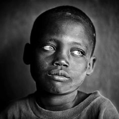 Emotional Photography, Dark Photography, Black And White Photography, Portrait Photography, Black And White Portraits, Black And White Pictures, Black Is Beautiful, Beautiful Eyes, Photographie Portrait Inspiration