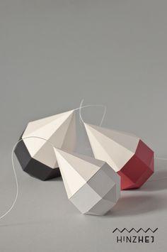 Geometrisches Kunstwerk aus Papier