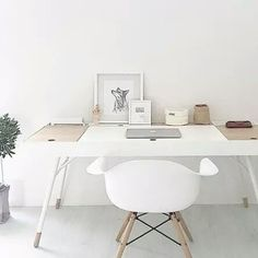 Cupertino desk by BoConcept