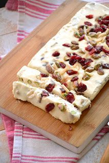 Falso turrón de camembert con frutos secos y arándanos – Ye İç – Yemek tarifleri Savory Cheesecake, Great Recipes, Favorite Recipes, Healthy Recepies, Xmas Food, Food Decoration, Savoury Cake, Creative Food, Clean Eating Snacks