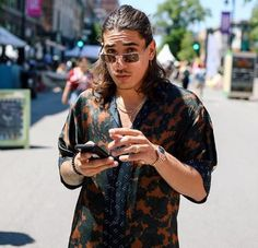 Hector Bellerin isn't afraid to push fashion's boundaries Red Sweatpants, Us Online Clothing Stores, Arsenal Players, Mens Fashion, Fashion Outfits, Fashion Wear, Japanese Cotton, Soccer Players, Mens Clothing Styles