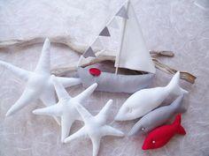 Schöne Sommer-Deko 7 tlg. in weiß/grau/rot..... ...wunderschöne Deko für das Badezimmer, Flur, Wohnzimmer oder als Tischdeko für das nächste Sommerfest. ....besteht aus einem Segelboot, 3 Fischen...