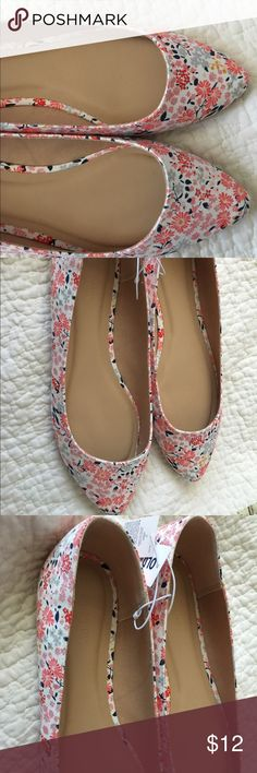 Old Navy Brand New Floral Flats Size 10! Here are a brand new never worn Old Navy Floral Flats. Size 10. They are great for spring/summer time with a cute pair of jeans or shorts and even a dress. Ready to ship! Grab these and add them to your closet today! Old Navy Shoes Flats & Loafers