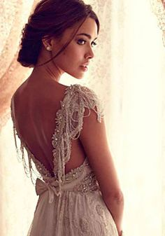 V-back Brush Train Lace Empire A-line V-neck Wedding Dress picture 3