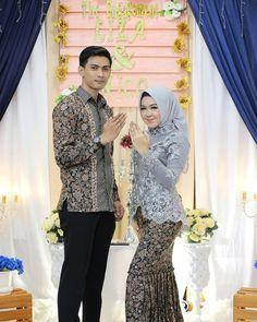 Lovable Engagement Moment of . Kebaya Hijab, Kebaya Dress, Kebaya Muslim, Blouse Batik, Batik Dress, Hijab Wedding Dresses, Modest Dresses, Muslim Fashion, Hijab Fashion