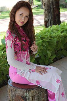 16479570415_29a31ebc4f_b | Áo Dài Lung Thị Linh | Flickr