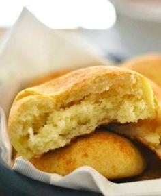 Almojábanas (Colombian Cheese Bread)