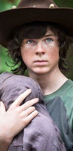 I've been watching TWD for 2 years since I was 10 and I can say unashamed being 12 that I would date Carl so hard
