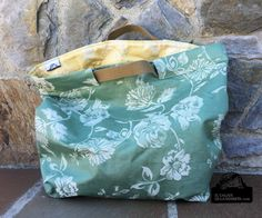 SAL bolsa tipo capazo con tela de colchón en verde y dorado Paper Basket Weaving, Sewing Magazines, Creation Couture, Craft Bags, Simple Bags, Fabric Bags, Handmade Bags, Beautiful Bags, Bag Making