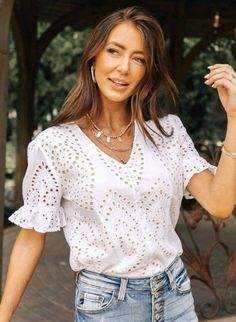 Blouse Styles, Blouse Designs, Eyelet Top, Work Tops, White Fashion, Ruffle Sleeve, Women's Fashion Dresses, Casual Outfits, Rock
