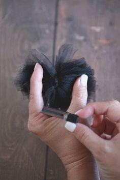 minnie clips how to 3 Mickey Ears, Minnie Mouse, Ear Hair, Diy Hair Bows, Elastic Headbands, Crazy Hair, How To Make Hair, Baby Bows, Down Hairstyles
