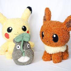 Are Pokemons bigger than Totoro? -- #pokemon #pikachu #eevee #totoro #cute #kawaii #anime #manga #otaku Posted with permission from @peaceloving_pax
