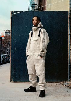 London designer Martine Rose has created a hip-hop inspired outerwear capsule with Italian label Napapijri, blending padded jackets with fleece jumpsuits and oversized fluro jackets. Hipster Outfits, Hip Hop Outfits, Fashion Outfits, Fashion Trends, Fashion 2017, Male Outfits, Fashion Guide, Hip Hop Fashion, Daily Fashion