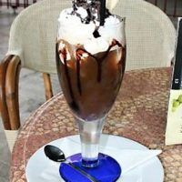 Recept : Ledová káva se zmrzlinou | ReceptyOnLine.cz - kuchařka, recepty a inspirace Espresso, Smoothie, Wine Glass, Pudding, Punk, Coffee, Drinks, Tableware, Food