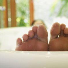 Pediluvio: salute dei piedi Rimedi della nonna: 7 segreti di bellezza - Vivere meglio   Donna Moderna