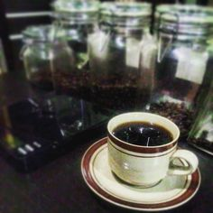 Kopi dulu ben ga arogan #hauskopiindonesia #hauskoffie #kedaikopi #manualbrewingcoffee #pourover #arabicacoffee #robustacoffee #photooftheday #singleorigin #mandailingcoffee #follow4follow #like4like #usuttuntas #persegresfc #gresikunited #pstni #saveultrasgresik #gresiksumpek #gresikseru #infogresik #kulinergresik http://ift.tt/20b7rle