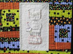 Check out these free Halloween hand embroidery patterns and start stitching some spooky designs for October Floral Embroidery Patterns, Applique Patterns, Hand Embroidery Designs, Embroidery Hoops, Halloween Embroidery, Halloween Cross Stitches, Diy Halloween Decorations, Halloween Diy, Embroidered Quilts