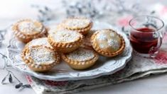 Mince pies are a Christmas staple and this really easy mince pie recipe will soon become a family favourite. Use your favourite mincemeat and dust with beautiful icing sugar for an impressive festive high quality mincemeat, preferably homemade Easy Mince Pies, Paul Hollywood, Mince Meat, Sweet Pastries, Christmas Baking, Christmas Recipes, Christmas Traditions, Christmas Ideas, Christmas 2015