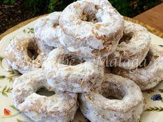Otro de los postres tradicionales malagueños son los conocidos roscos de vino. Para elaborarlos se puede utilizar vino dulce de Málaga ...
