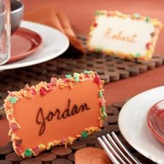 How to create autumn-inspired, edible place cards for your holiday table.