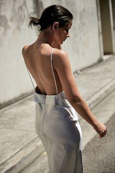 In Christopher Esber Christopher Esber, Cooler Look, Estilo Boho, Dress With Sneakers, Street Style, Italian Girls, Silver Dress, Australian Fashion, Looks Style